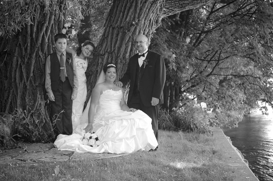 photo de mariage en famille près de la rivière richelieu
