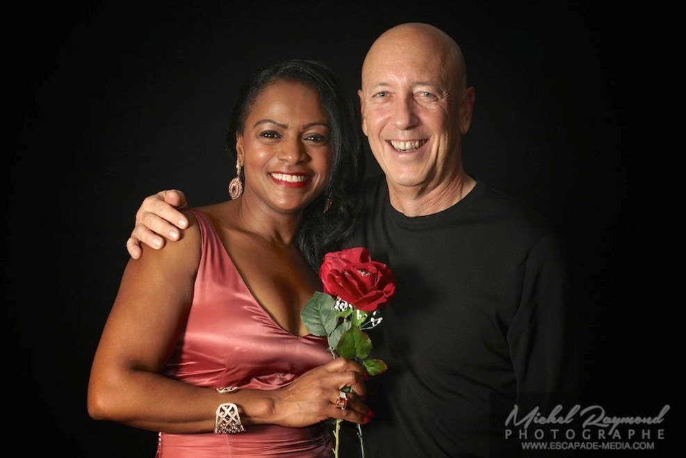 Photo-studio-avec-couple-et-rose