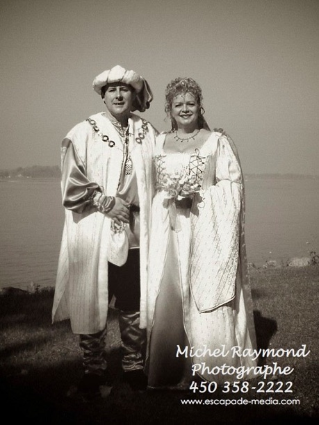 Photo-de-mariage-médiéval-au-bors-du-saint-Laurent